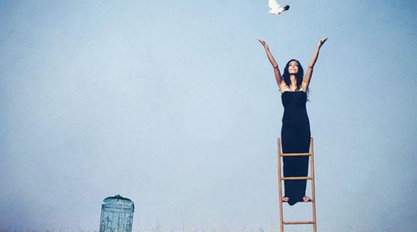 Πώς ελευθερώνομαι από ότι με κρατάει πίσω στη ζωή μου